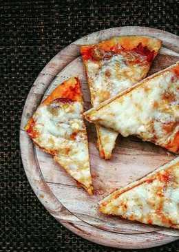 Szalámis, kukoricás pizza