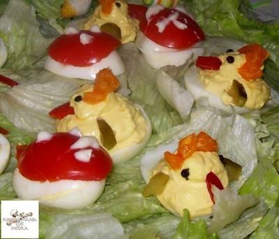 Húsvéti kiscsirke,házi kaszinótojás másképpen,saláta ágyon