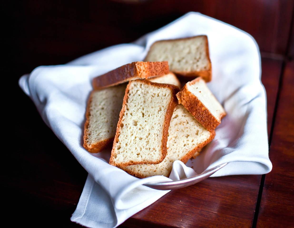 Liszt-, és tejmentes fehér kenyér recept főfotó