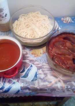 Mediterrán hústekercsek spagettivel és paradicsommártással