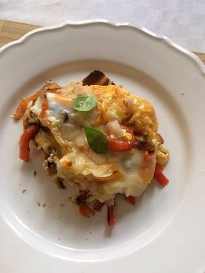 Tükörtojás sült paprikával, sajttal, toast ágyon