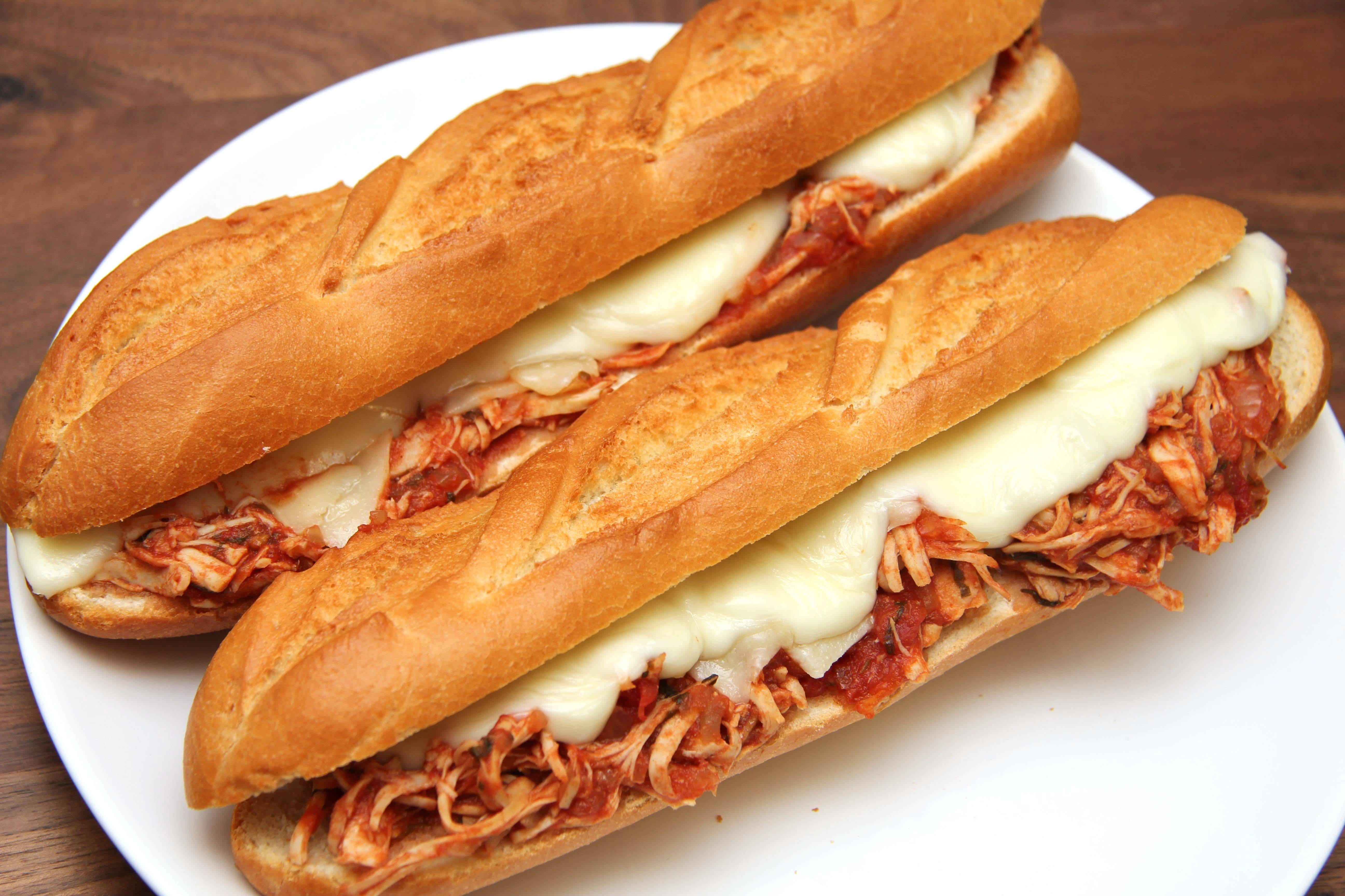 Lassan sült paradicsomos csirke szendvics recept főfotó
