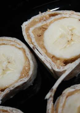 Mogyoróvajas, banános falatok, tortillában