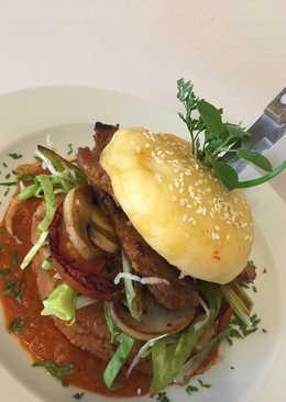 Magyaros sertés, pürévariációkkal és grillzöldekkel street foodra tálalva