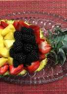 Gyümölcs saláta ananász kehelyben