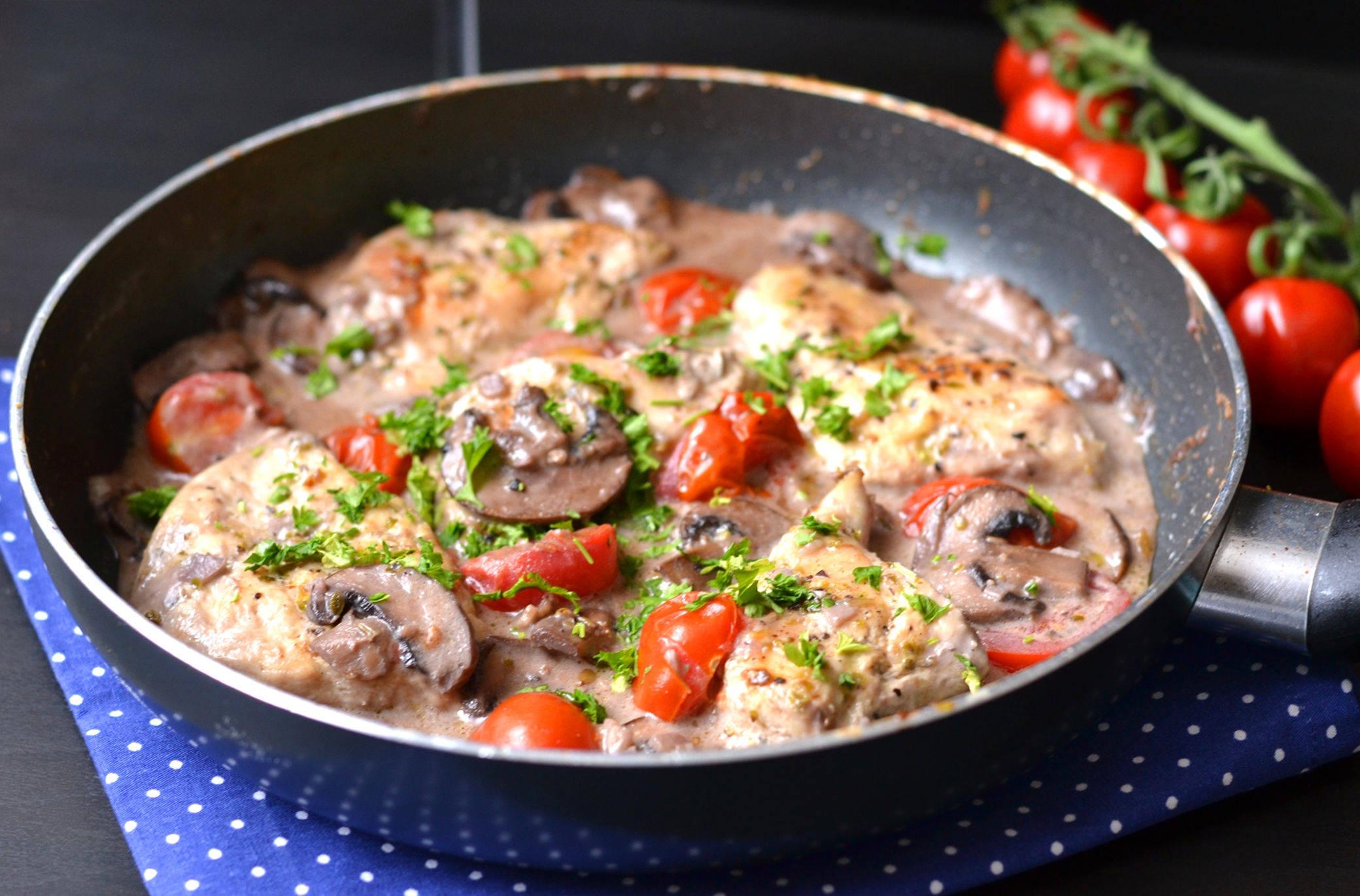 Tejszínes-gombás csirke recept marsalával főfotó