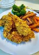 Fitt kukoricapelyhes csirkemell mártogatóssal, zöldségekkel