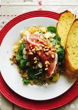 Pármai sonkás saláta tört burgonya ágyon