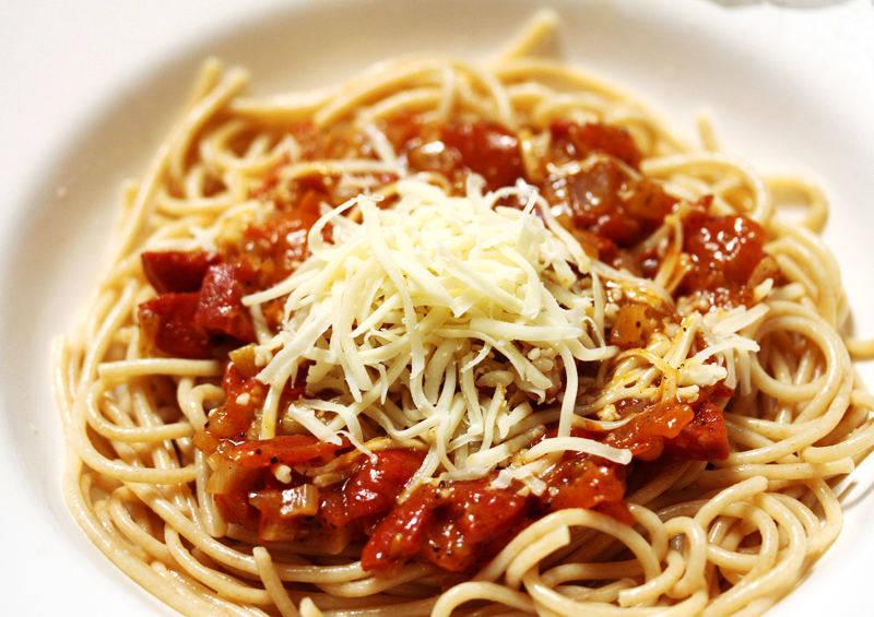Spagetti recept pikáns paradicsomszósszal főfotó