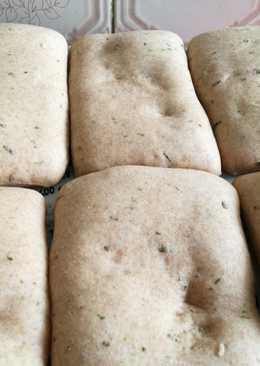 Teljes kiőrlésű, medvehagymás pékárú (szendvicsnek)