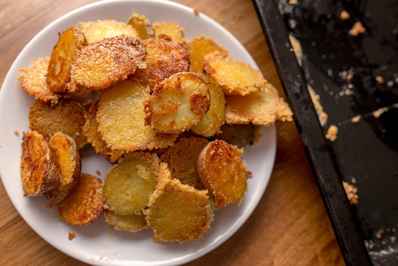 Parmezános-fokhagymas sült burgonya recept főfotó