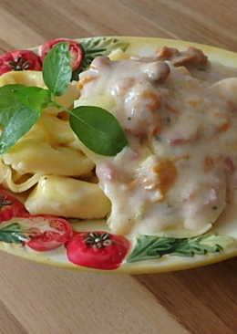 Sonkás tortellini tejszínes rókagomba mártással