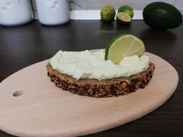Avokádós cottage cheese krém