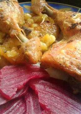 Krumpliágyon sült fűszeres csirke, céklával