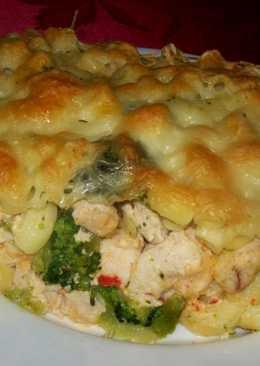 Csirkével-brokkolival rakott tészta