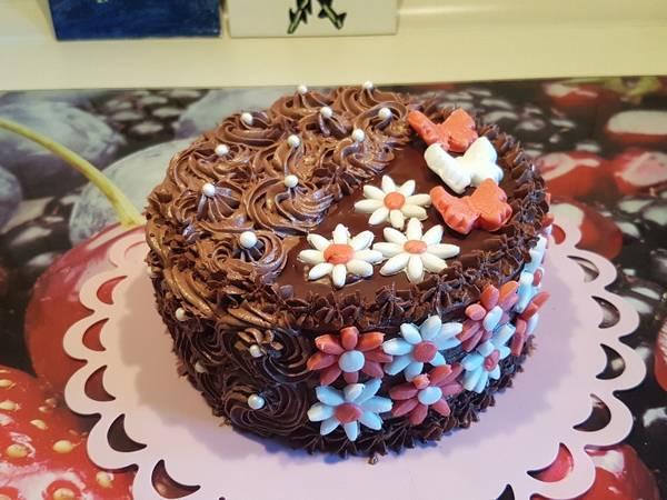 Rumos-csokis szülinapi torta