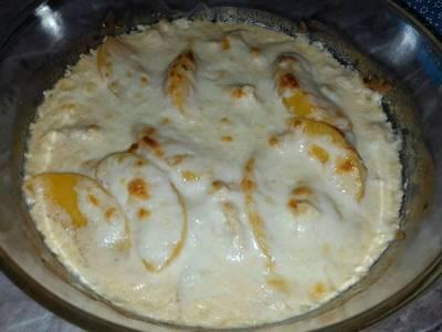 Tejszínes-sajtos-barackos csirkemell