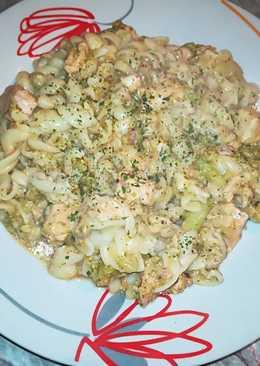 Csirkemelles rakott brokkoli, orsó tésztával