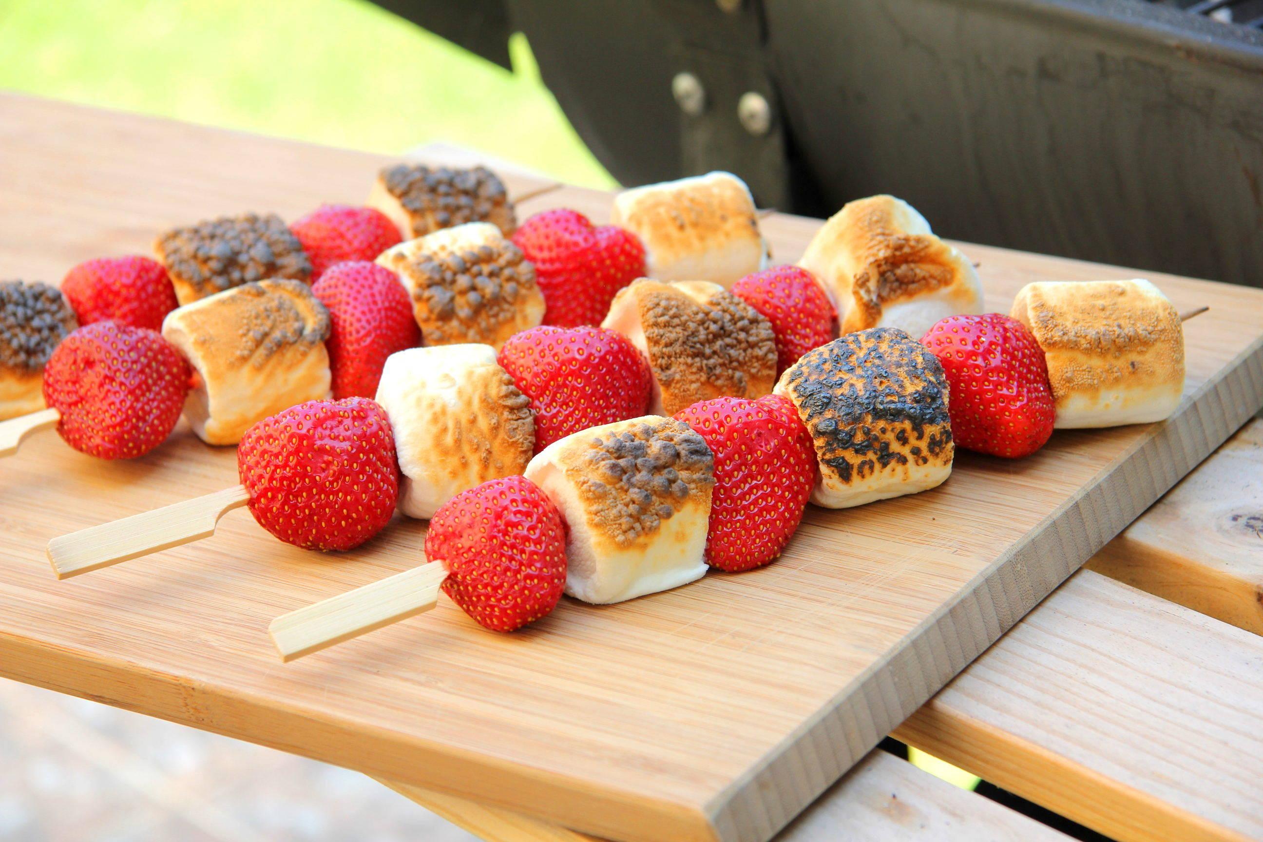 Grillezett eper-marshmallow nyárs recept főfotó