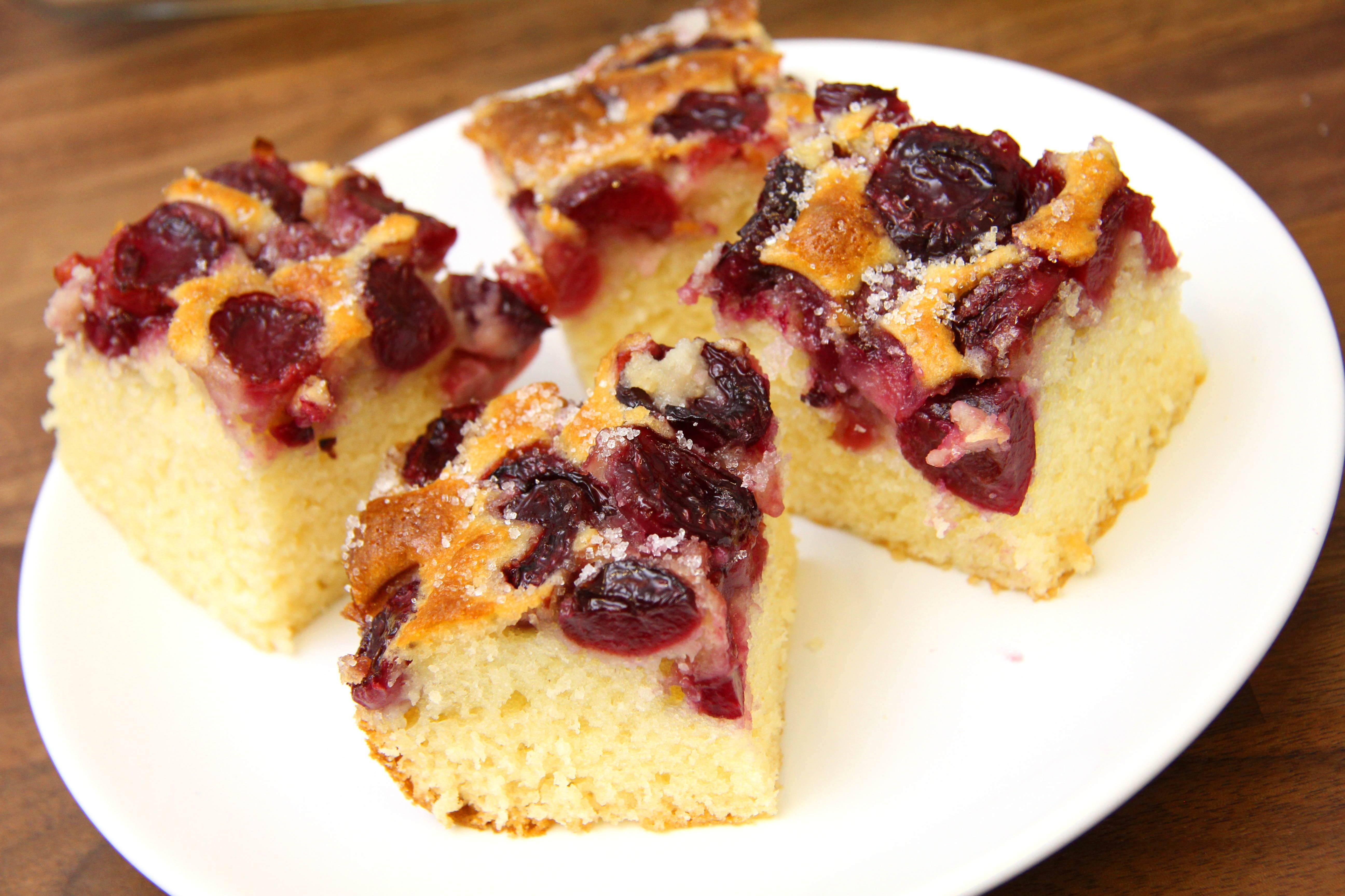 Cseresznyés piskóta süti recept főfotó