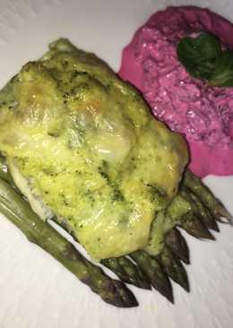 Alaszkai tőkehal filé brokkolis szósszal, zöldspárgával, cékla