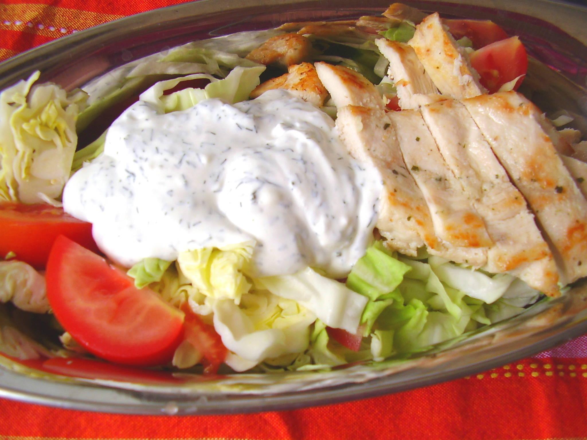 Gyors saláta natúr csirkemellel főfotó