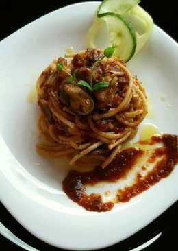 Tenger gyümölcse spagetti fűszeres paradicsomszósszal