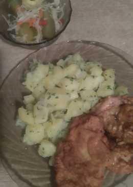 Hagymás-zöldpetrezselymes krumpli, fűszeres palacsintatésztában sült csirkemellel😊