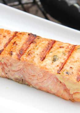 Majonézes-mustáros grillezett lazac
