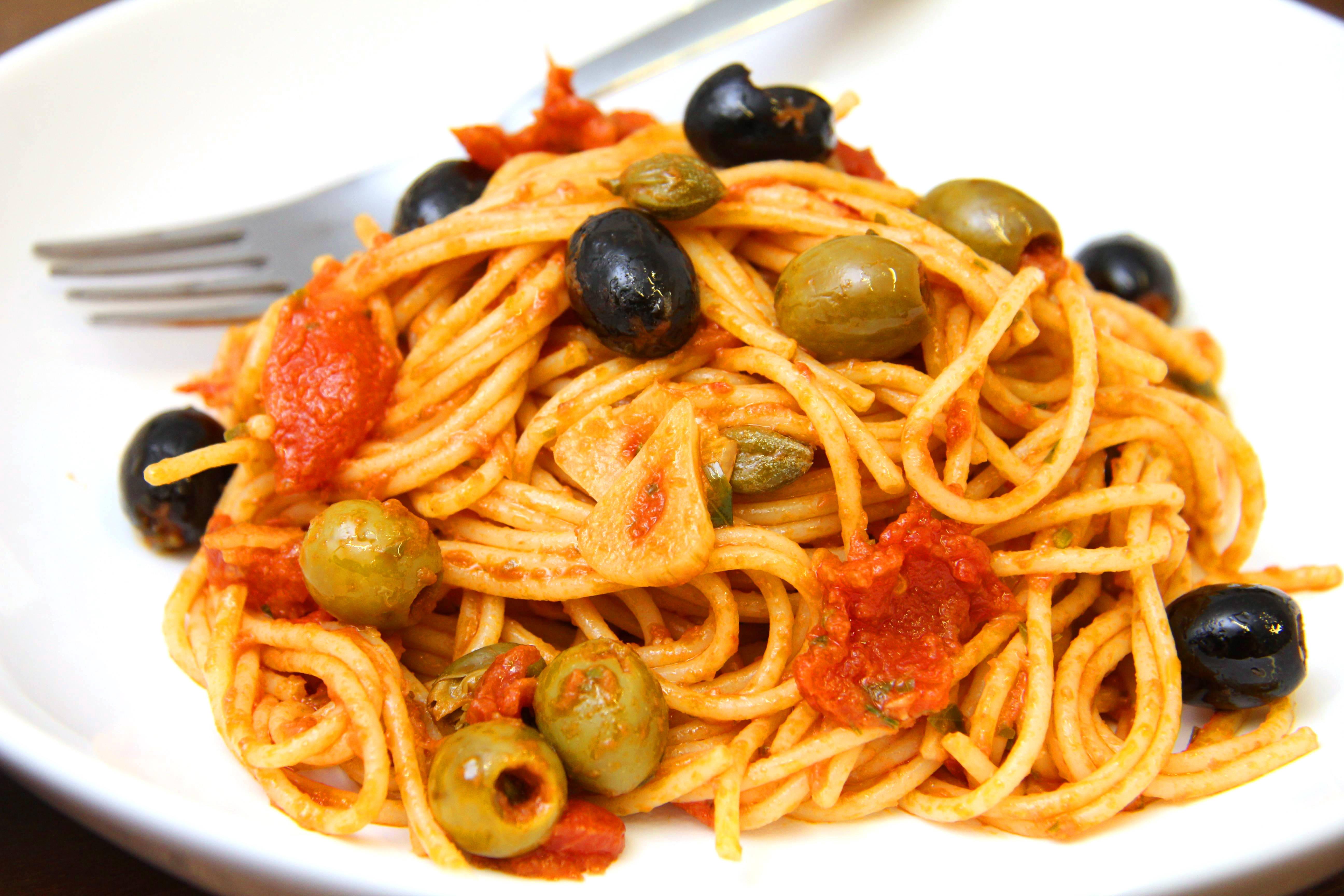 Olívás-szardellás spagetti recept főfotó