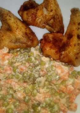 Sült csirke szárny, tormás majonézes zöldség