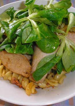 Hideg sült karaj mascarponés tésztasalátával és mézes-balzsamecetes zöldségekkel