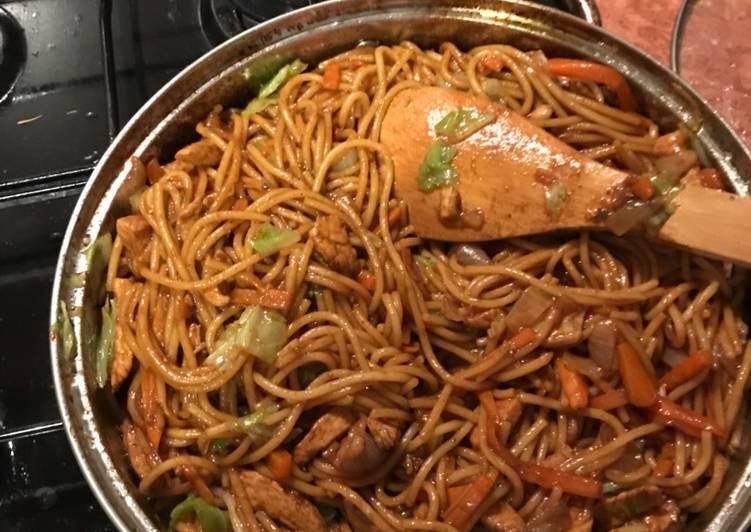 Kínai hagymás csirkemell pirított tésztával
