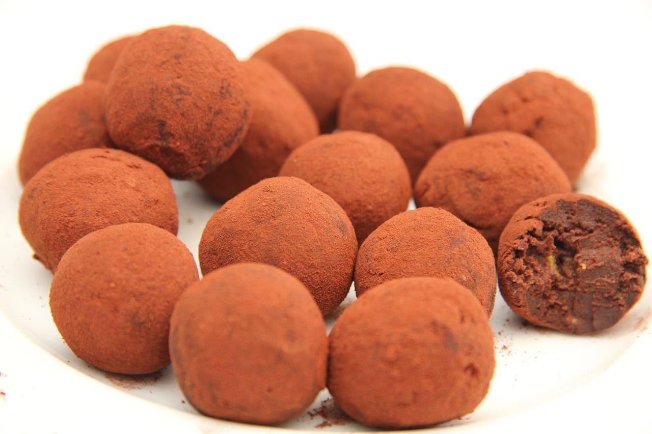 Étcsokoládés avokádó trüffel recept főfotó