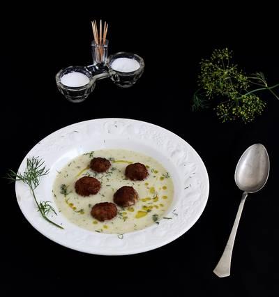 Karalábé-krémleves kakukkfüves húsgombóccal