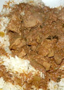 Dinsztelt csirkemáj rizzsel