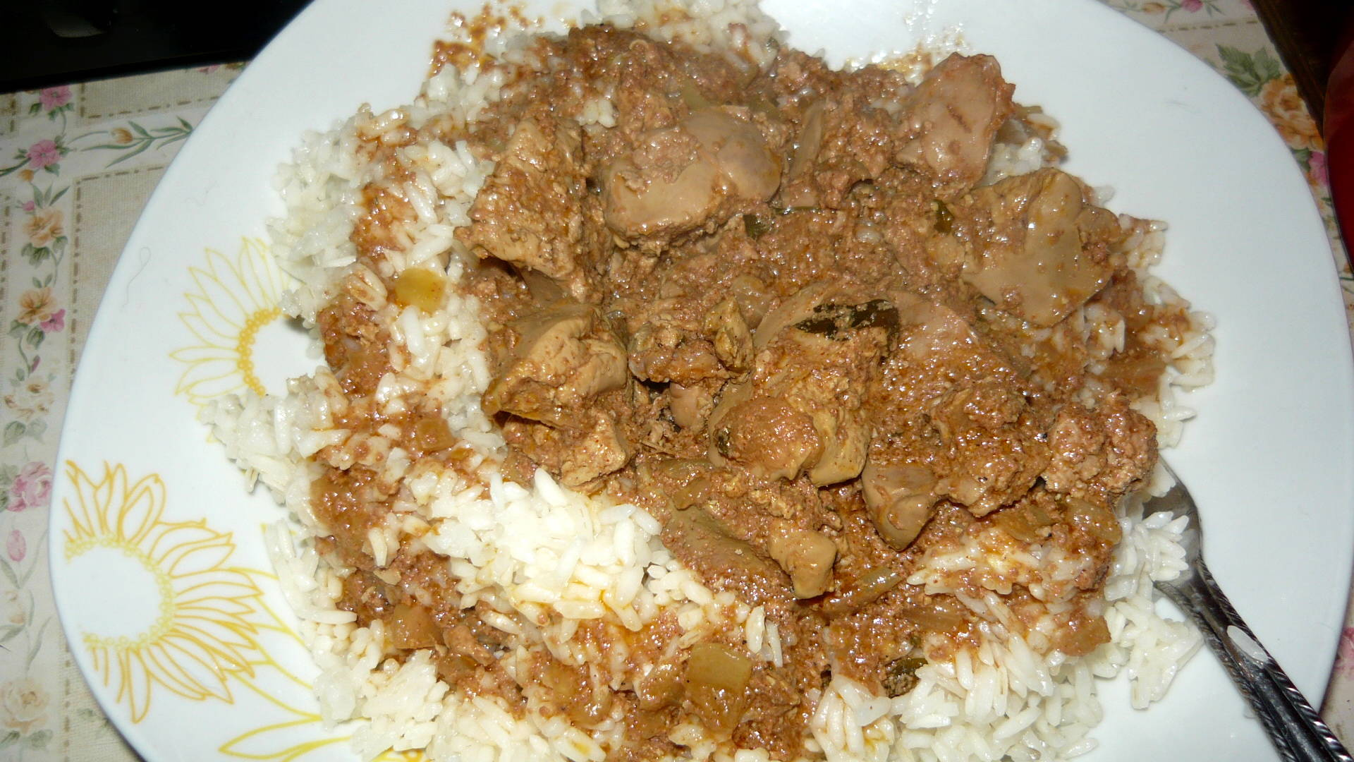 Dinsztelt csirkemáj rizzsel főfotó