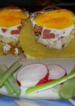 Baconös-tojásos töltött burgonya
