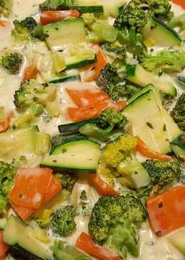 Brokkolis-cukkinis rizstészta tejszínesen