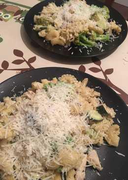 Brokkolis, csirkés tészta