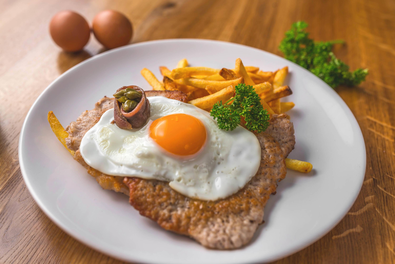 Sertésszelet recept Holstein módra főfotó