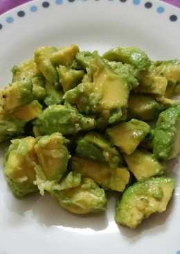 Fokhagymás avokádó saláta