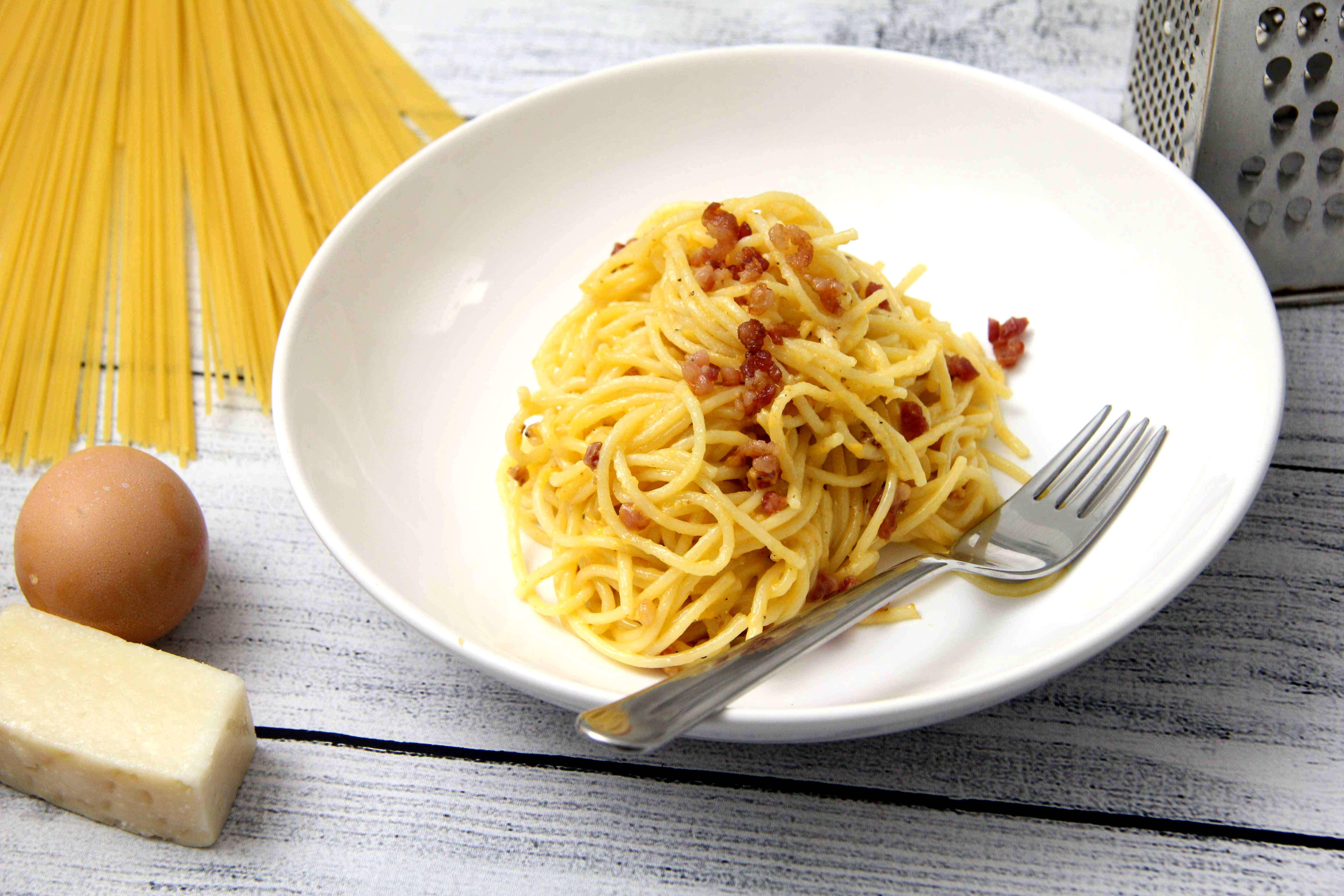 Klasszikus spagetti carbonara recept főfotó