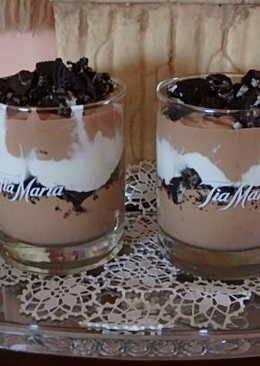 Csokoládés Baileys krém Oreo keksszel rétegezve