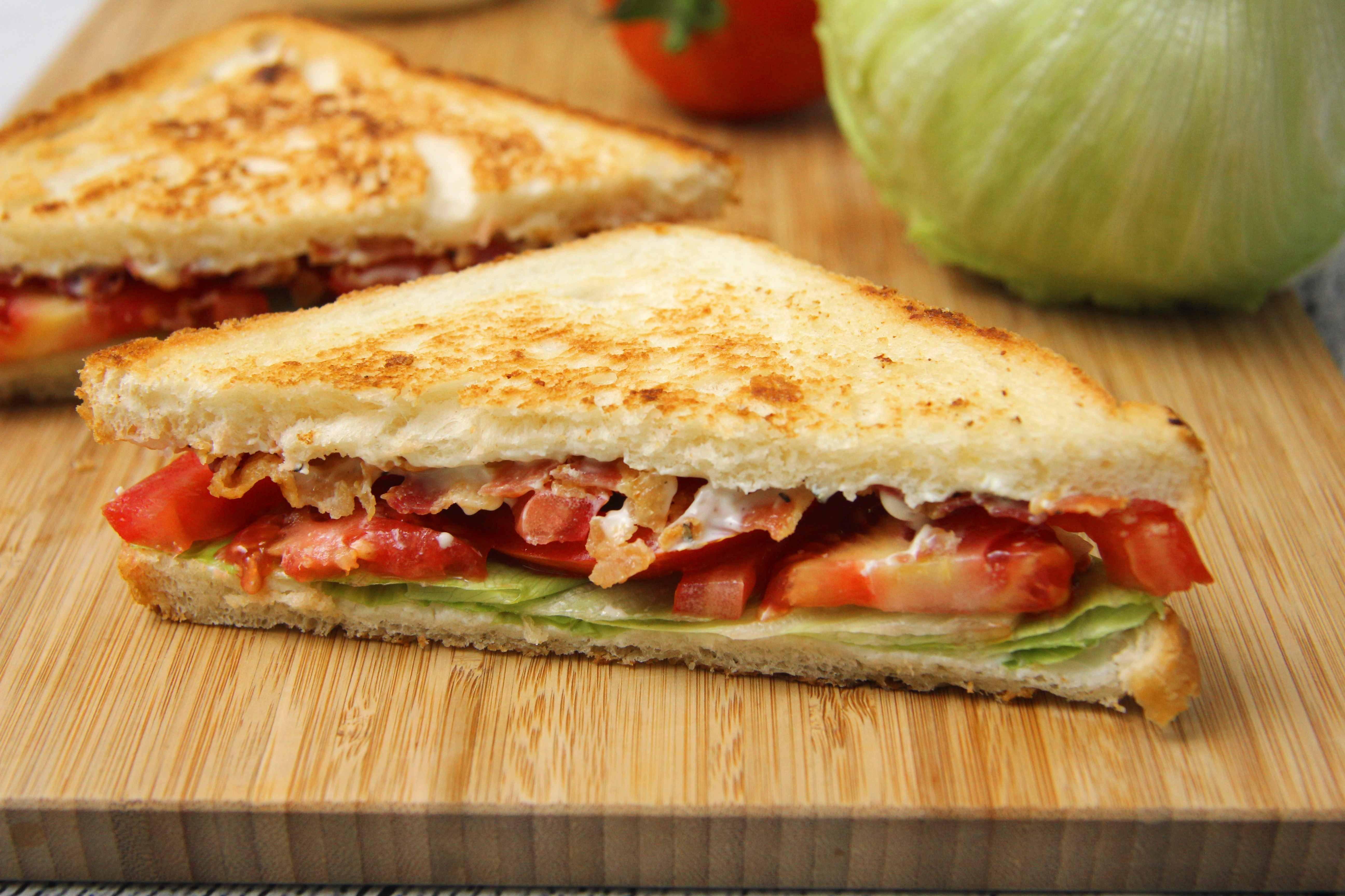 BLT szendvics recept (bacon-lettuce-tomato) főfotó