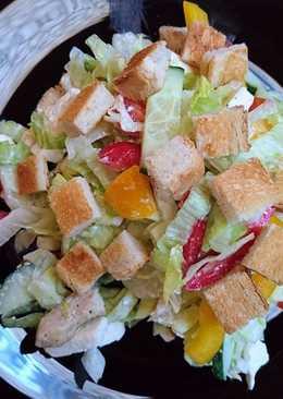 Csirkés-fetás saláta
