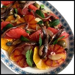 Cooksnap af Siciliansk citussalat med ansjoser og arabisk mynte, saltede kapers og grønne oliven