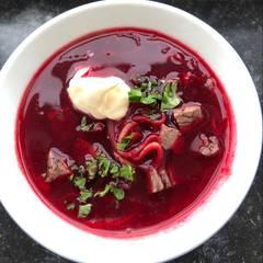 Cooksnap af Borstj, russisk rødbedesuppe