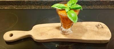 Kold eller varm tomatsuppe med basilukumtop