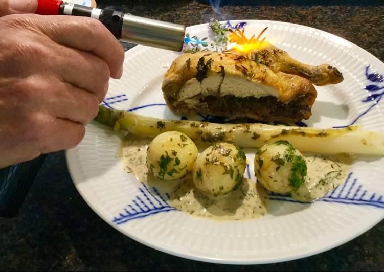 Coquelette med krydderurteasparges, løvstikkekartofler og krydderurtesauce